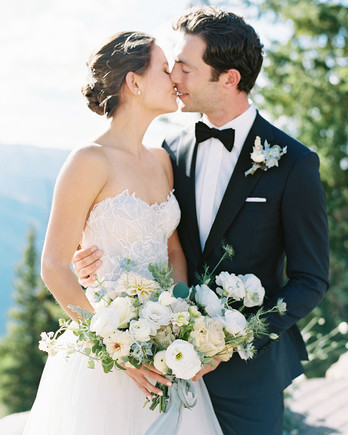 kimmie mike wedding couple kiss