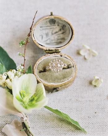emme daji wedding engagement ring in box