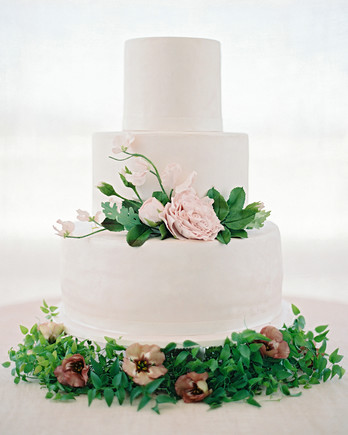 wedding cake border ideas wedding cakes amp toppers martha stewart weddings 22044