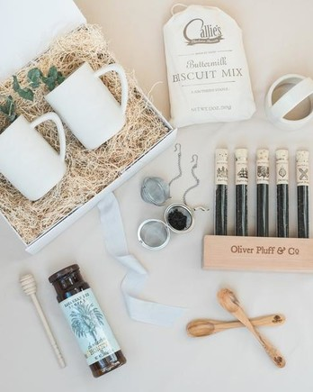 welcome box gift set mugs tea and biscuit mix