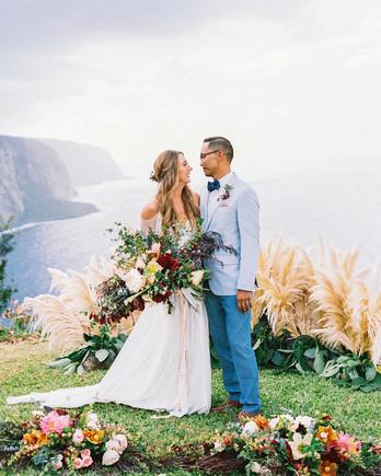 rebecca eryck wedding hawaii couple gaze cliff