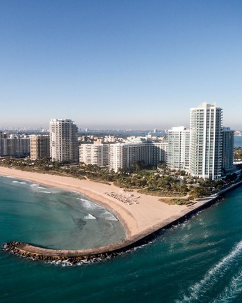 Bal Harbour, Florida, Ritz Carlton