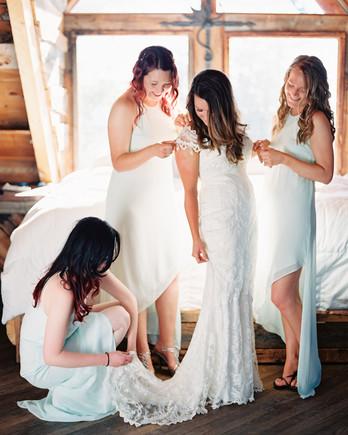 mckenzie-brandon-wedding-gettingready-53-s112364-1115.jpg
