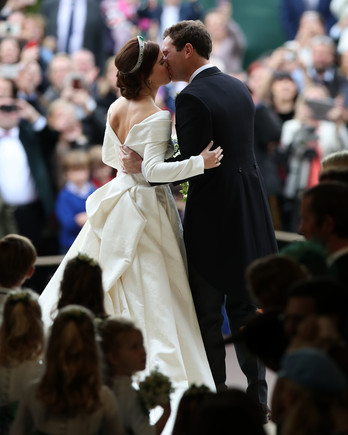 Princess Eugenie and Jack Brooksbank kissing at 2018 royal wedding