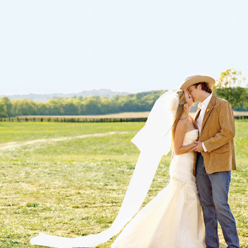 A Traditional Red-and-White Barn Destination Wedding in Tennessee