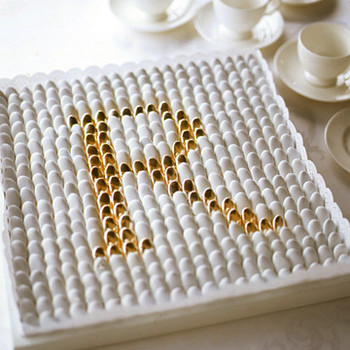 White Favors: Dragee Monogram