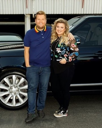 Kelly Clarkson and James Corden