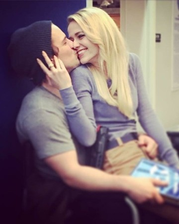 Freddie Stroma and Johanna Braddy