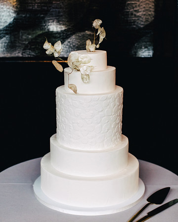 ana and damon simple wedding cake