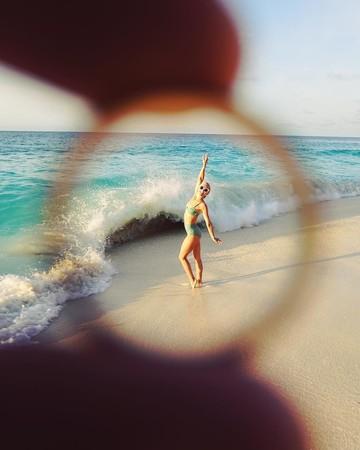 Julianne Hough and Brooks Laich on their tropical honeymoon