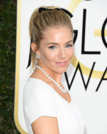 Sienna Miller Beauty Look Golden Globes 2017