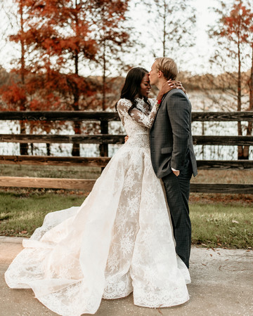 aerielle dyan wedding couple kissing forehead