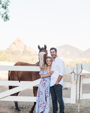 Lauren Bushnell and Ben Higgins with Horse