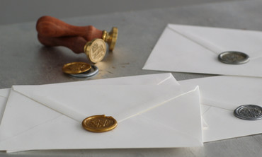 Video: Elevate Your Wedding Invites with These DIY Wax Seals ...