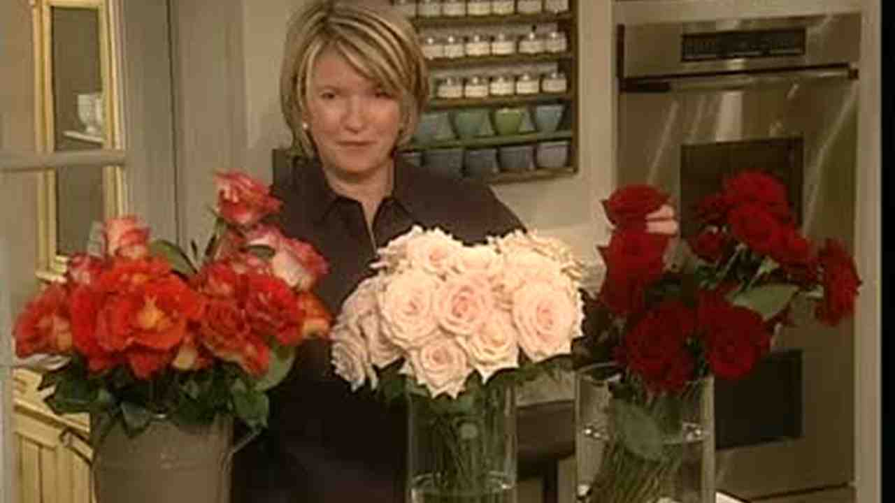 Video how to arrange and care for freesias martha stewart weddings now playing izmirmasajfo