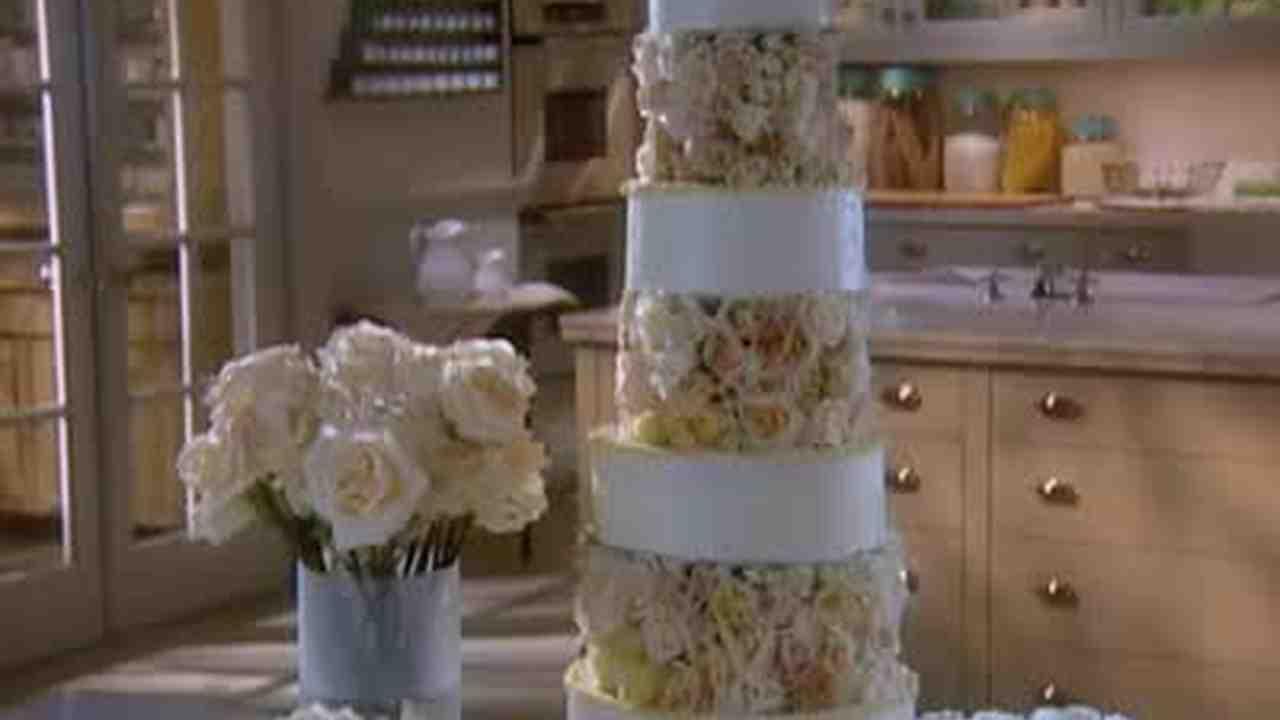 Video Designing A Rose Wedding Cake Martha Stewart Weddings