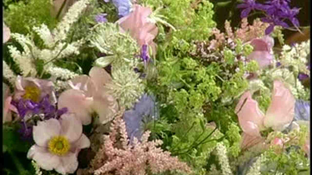Video How To Make Cascading Bouquets Martha Stewart Weddings