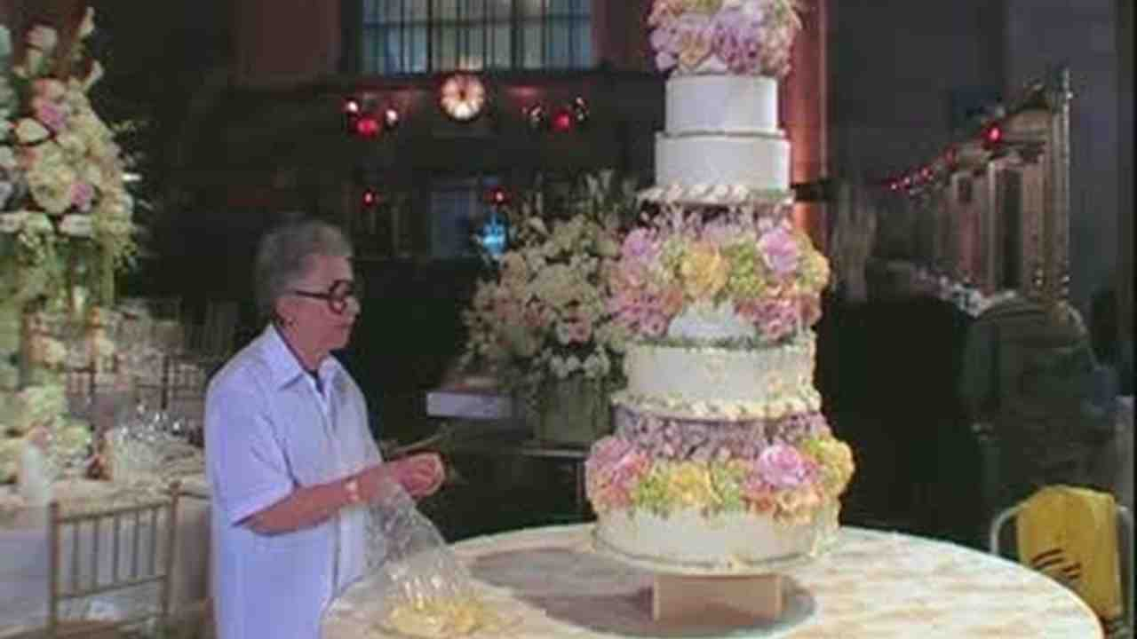 Video: How to Put the Wedding Cake Together | Martha Stewart Weddings