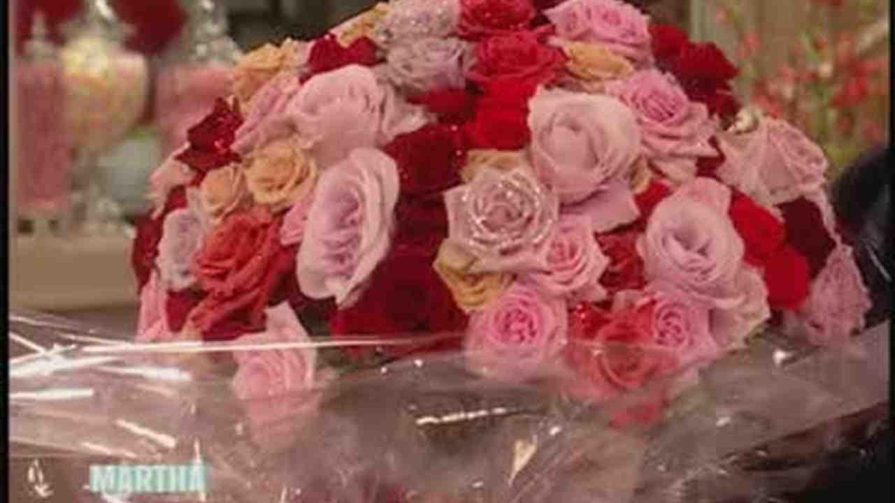 Video: Valentine\'s Day Glittered Flower Gift | Martha Stewart Weddings