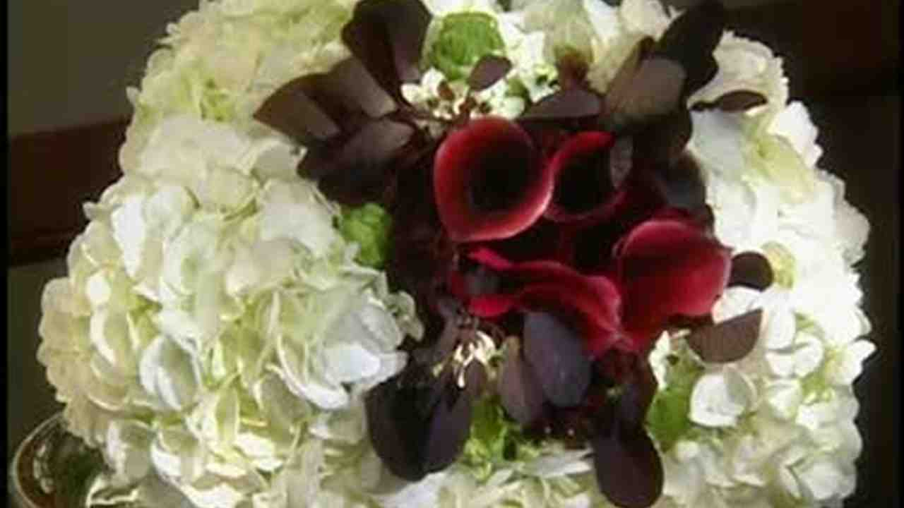 Video how to arrange dramatic black and white bouquets martha video how to arrange dramatic black and white bouquets martha stewart weddings izmirmasajfo