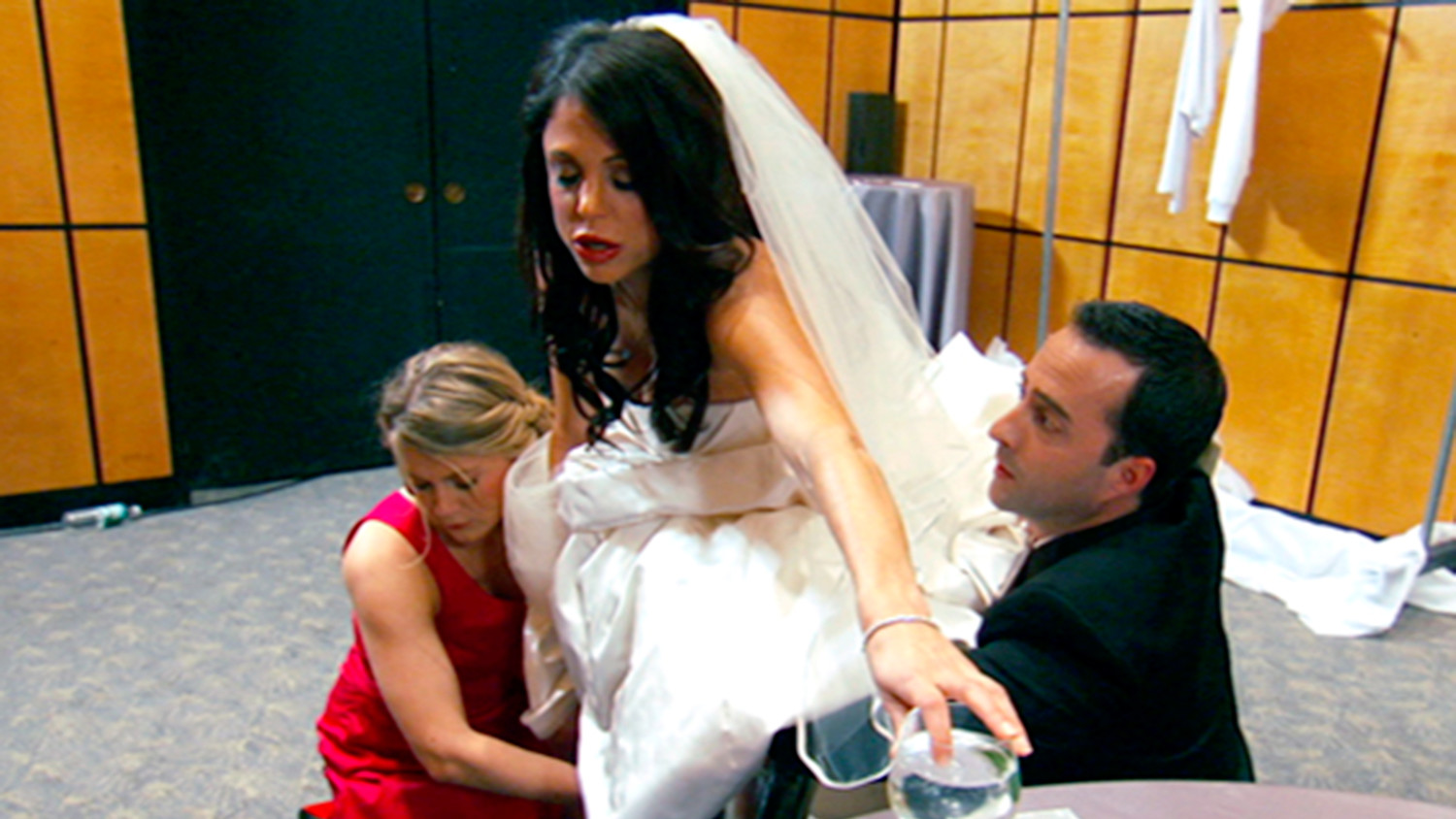 How To Go To The Bathroom In A Wedding Dress