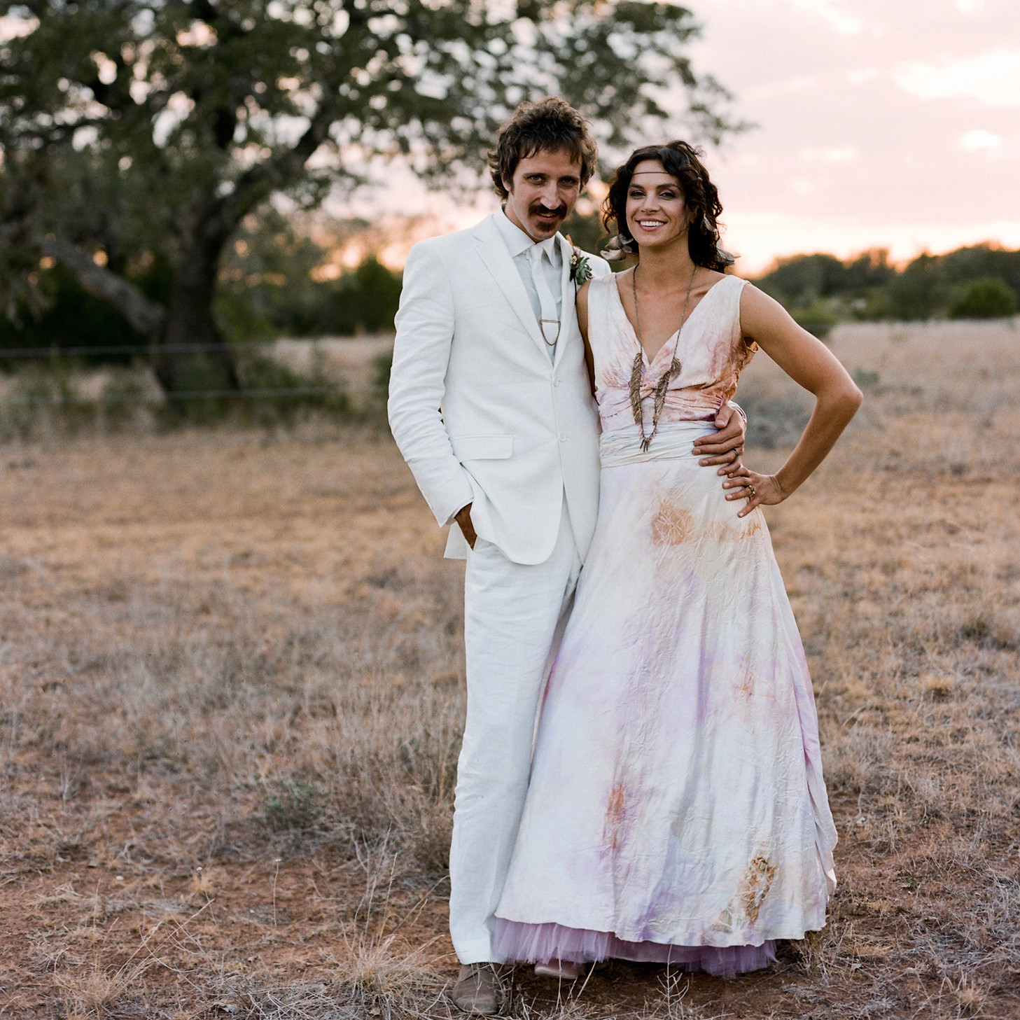 ed832d47667 A Rock- n-Roll Inspired Black-and-Taupe Rustic Wedding on a Ranch in Texas