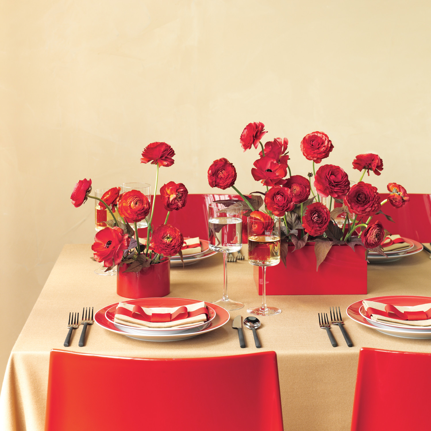 11 Inventive Ways for Using Red and Camel at Your Wedding | Martha ...