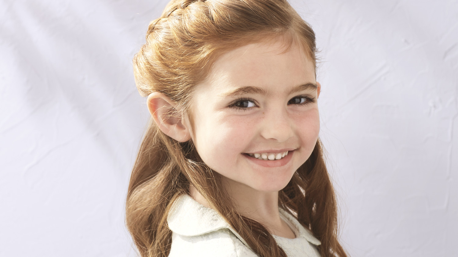 Flower Girl Hairstyles For Wedding: Flower Girl's Braided Half-Up-Half-Down Hairstyle
