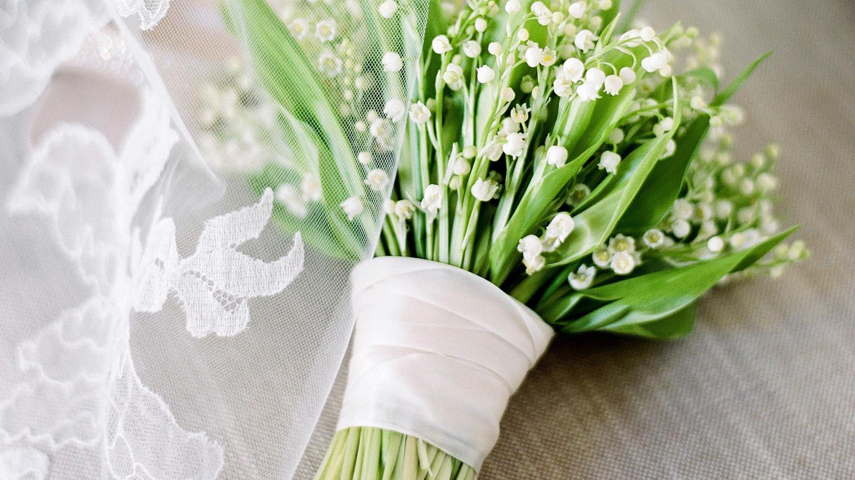 0e55a61519c5e 20 Wedding Bouquet Wraps We Love | Martha Stewart Weddings