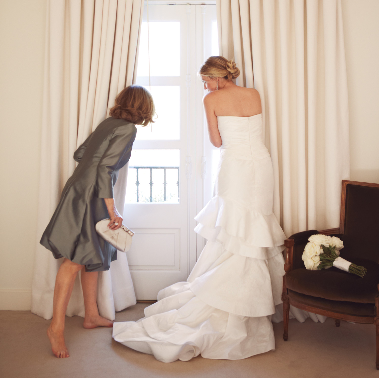 16 Loving Ways to Include Your Mother at the Wedding | Martha ...