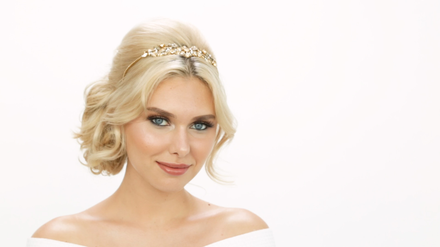 Video: The Perfect Beauty Look for the Beach Bride | Martha Stewart ...