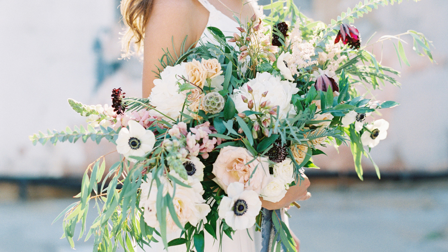 25 Anemone Wedding Bouquets For Every Type Of Bride