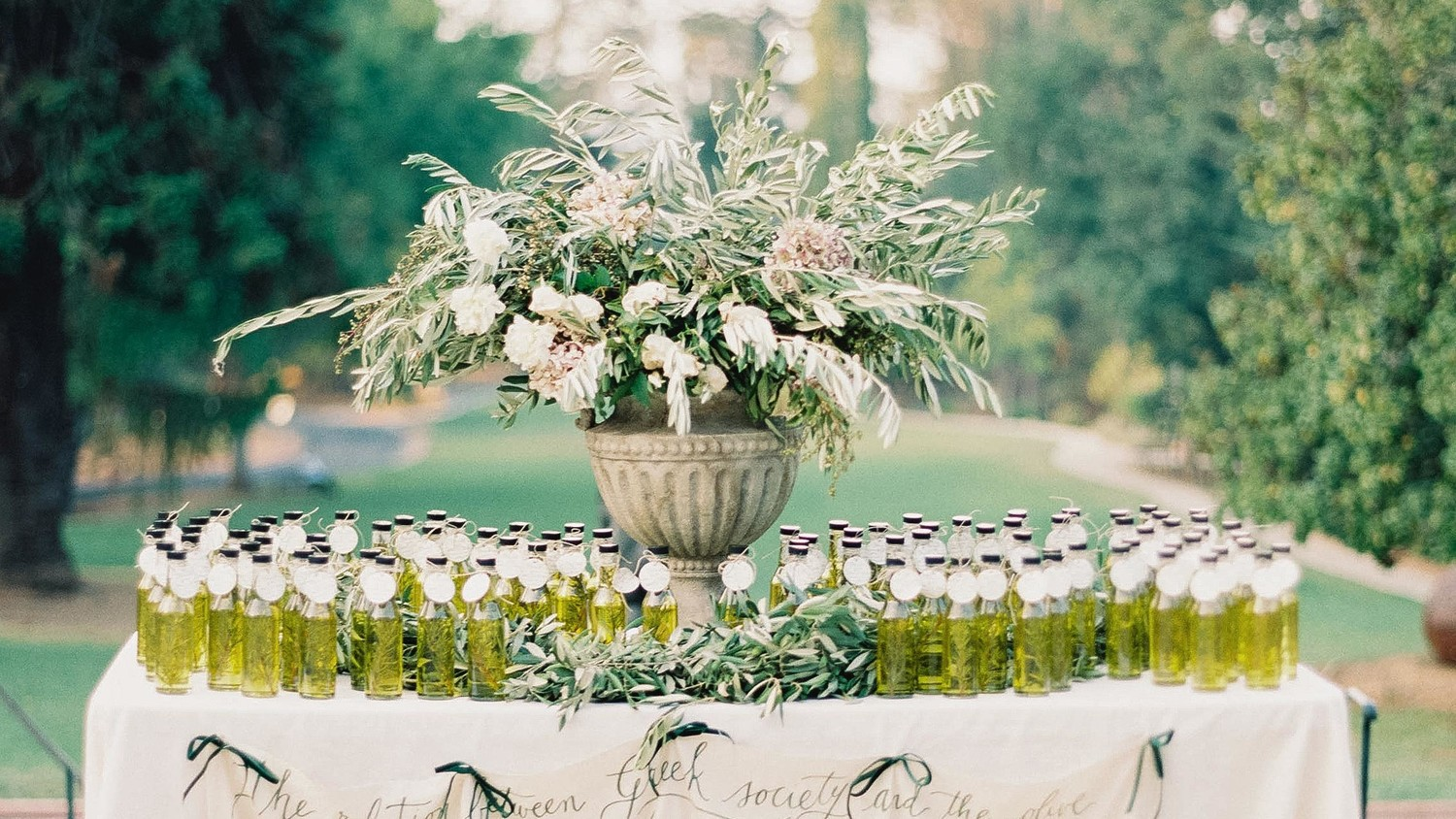 How To Pick Meaningful Wedding Favors