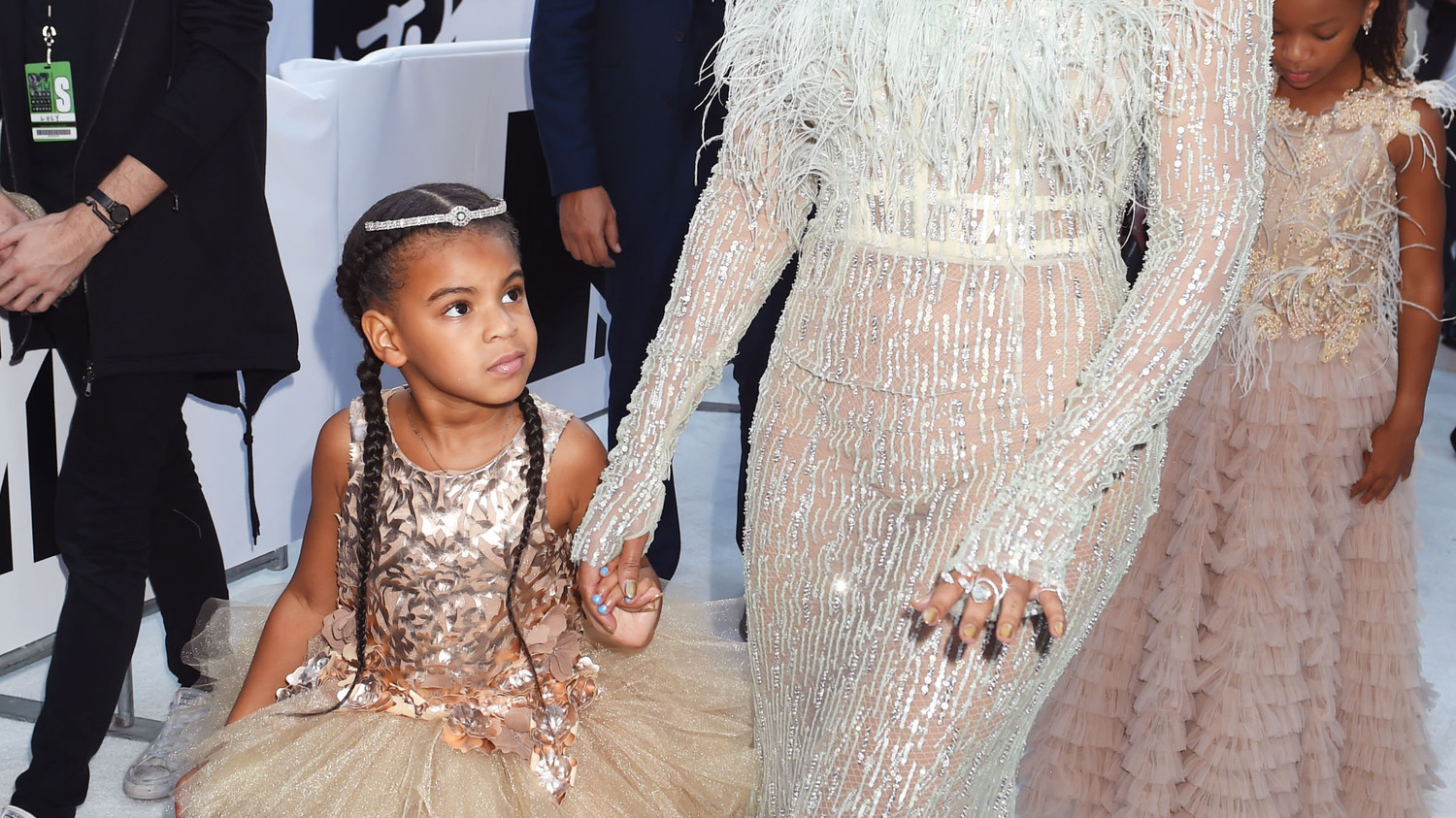 blue ivys vma look is serious flower girl inspo martha