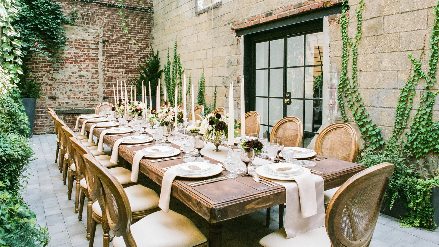 this dreamy wedding tablescape gives new meaning to rustic chic martha stewart weddings. Black Bedroom Furniture Sets. Home Design Ideas