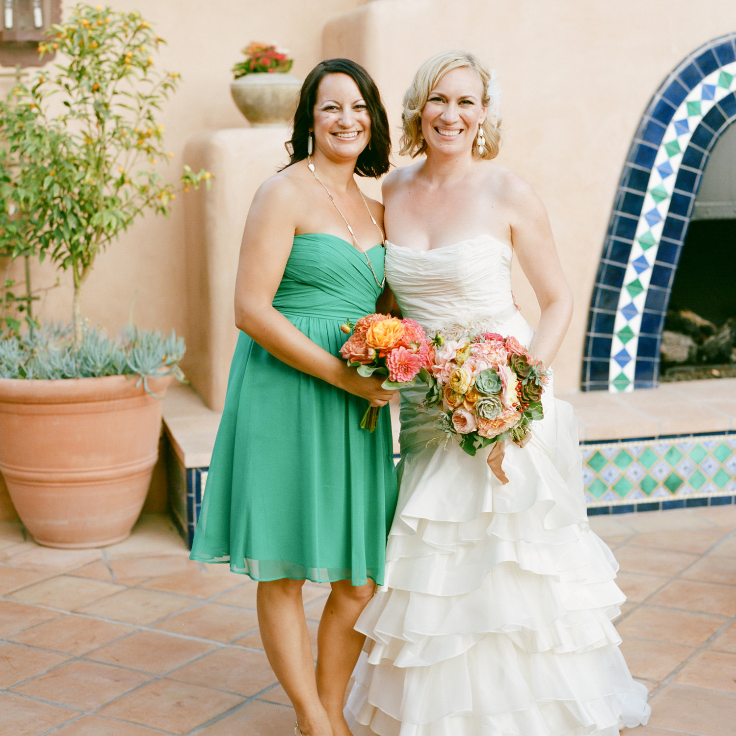 Special ways to help your maid of honor stand out martha stewart how to write a maid of honor speech that everyone will raise a glass to ombrellifo Images