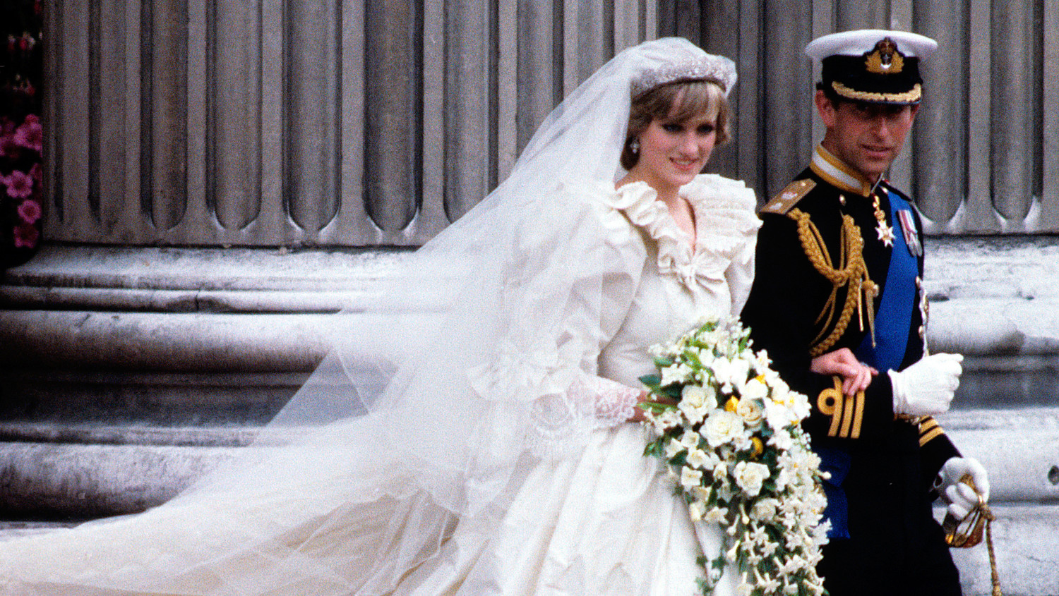 The Story Behind Princess Diana's Iconic Wedding Dress: Princess Diana Wedding Dress At Reisefeber.org