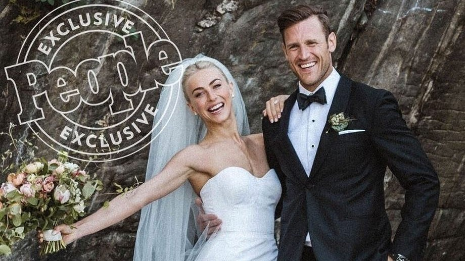Julianne Hough S Stylist Wedding Dress Designers Dish On Her Two Stunning Looks Martha Weddings