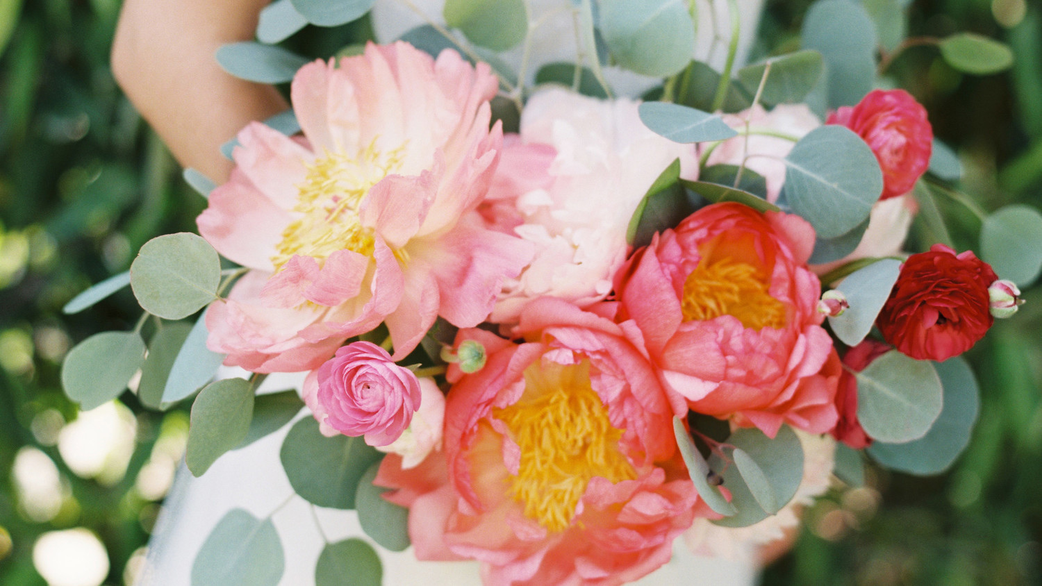 Two Florists Share Their Secrets for Getting Wedding Flowers You ...