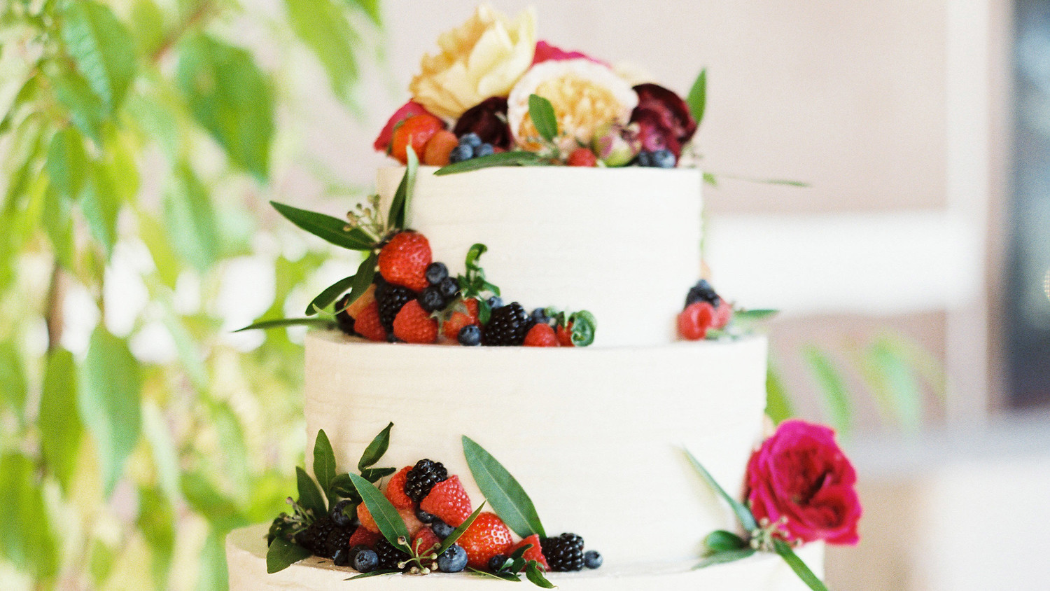 What Size Wedding Cake Do I Need: How Big Does Your Wedding Cake Really Need To Be?