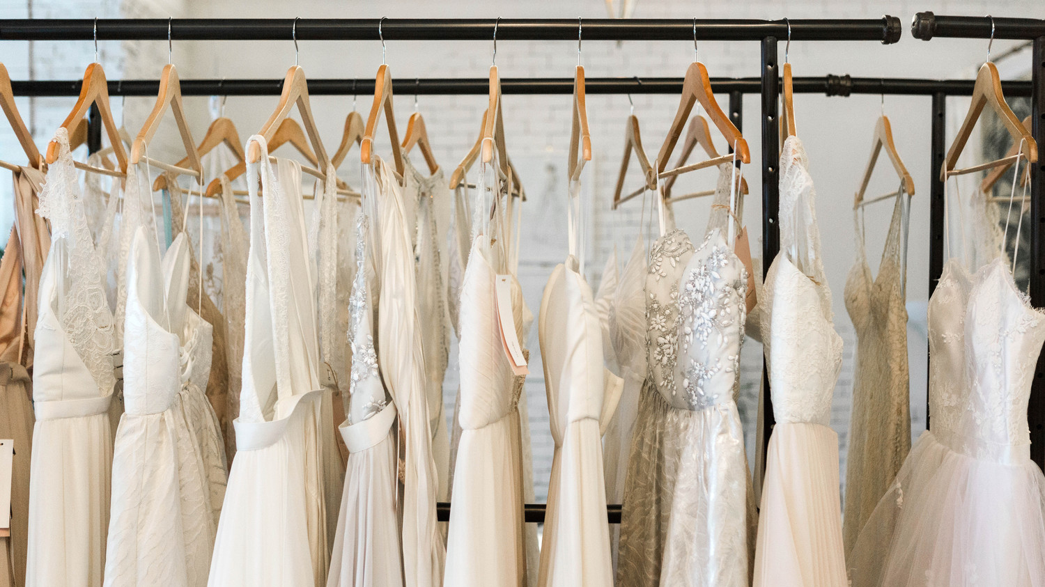 8 Things to Keep in Mind While Wedding-Dress Shopping | Martha ...