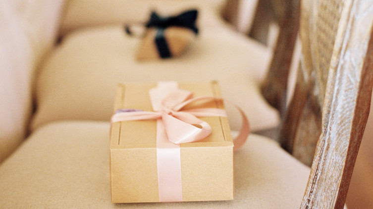 Winter Wedding Gifts: 32 Unique Ideas For Winter Wedding Favors