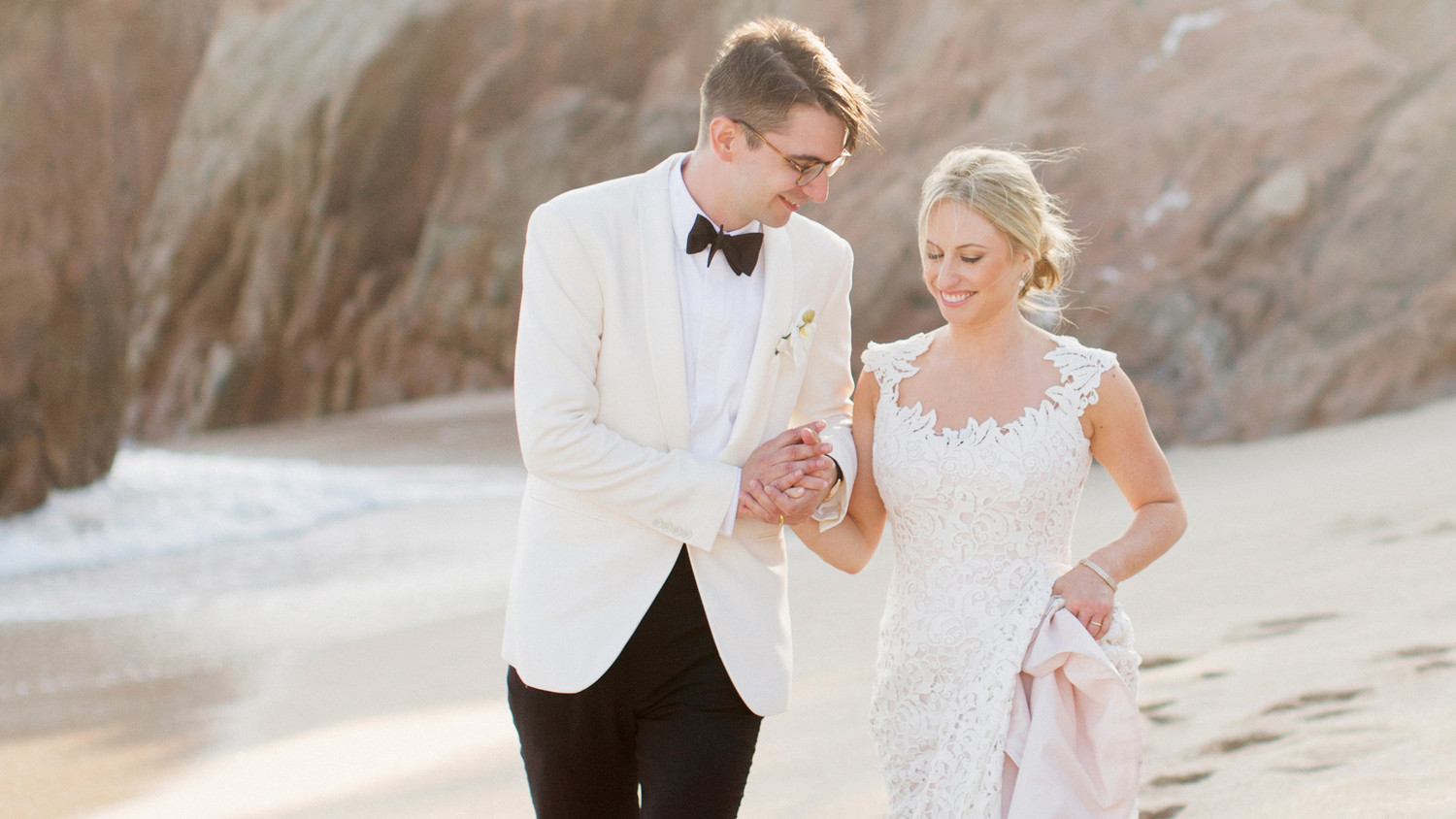 f6a0cac80 Veronica and Mathieu s Chic Oceanside Mexico Wedding