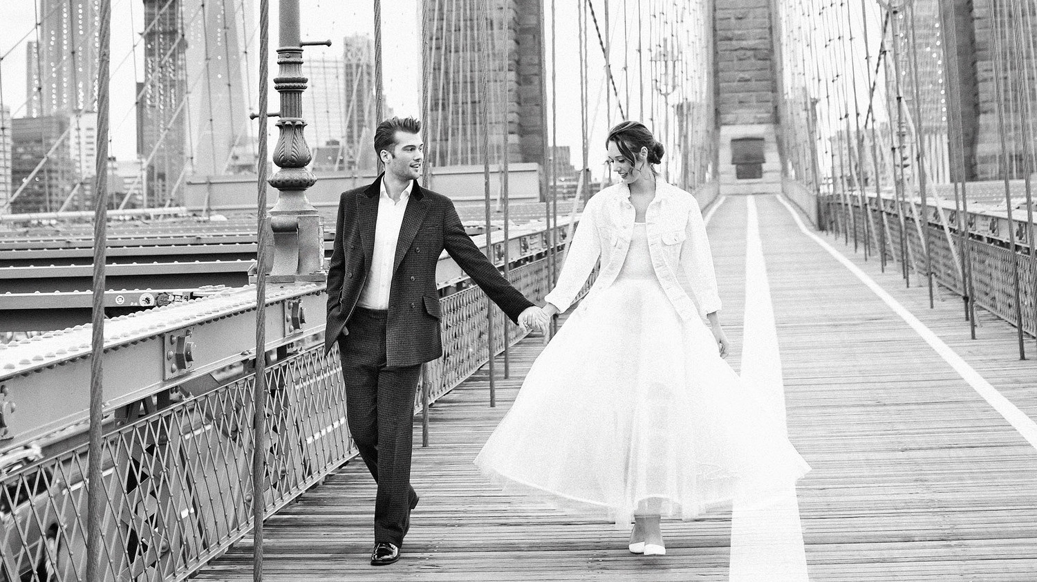 couple walking on bridge oscar de la renta
