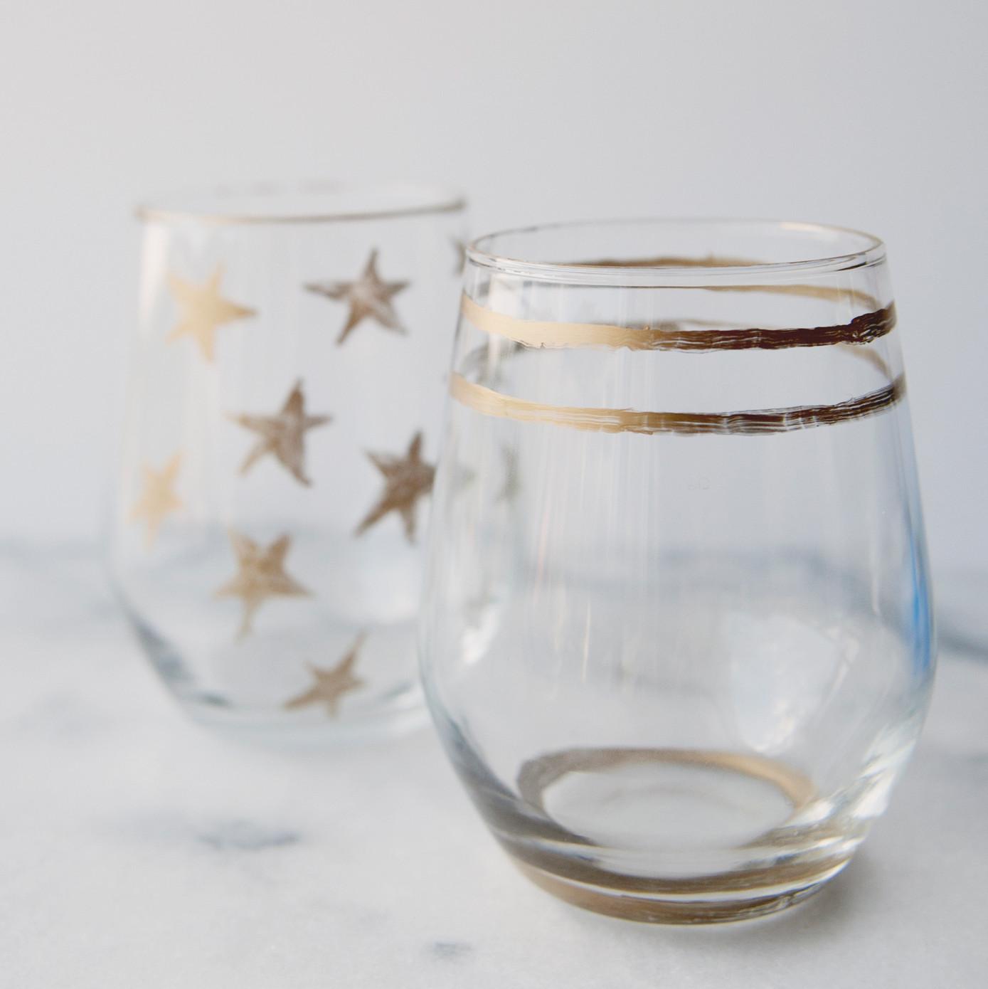 Gold rimmed glasses martha stewart weddings for Martha stewart christmas wine glasses
