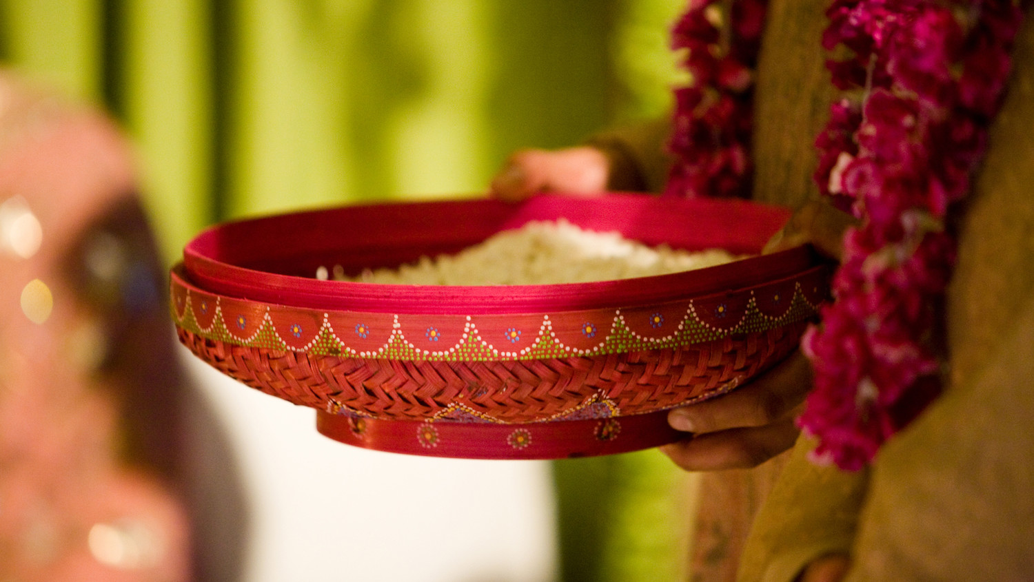 Traditional Indian Wedding Gifts: 10 Common Indian Wedding Traditions