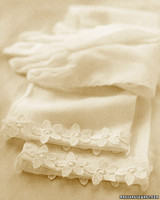 a99072_spr02_gloves
