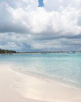 rw-anne-josh-beach-mwd106057.jpg