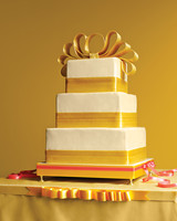 bow-cakes-mwd104284-gold-0515.jpg
