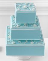 classic-wedding-cake-mwd108277.jpg